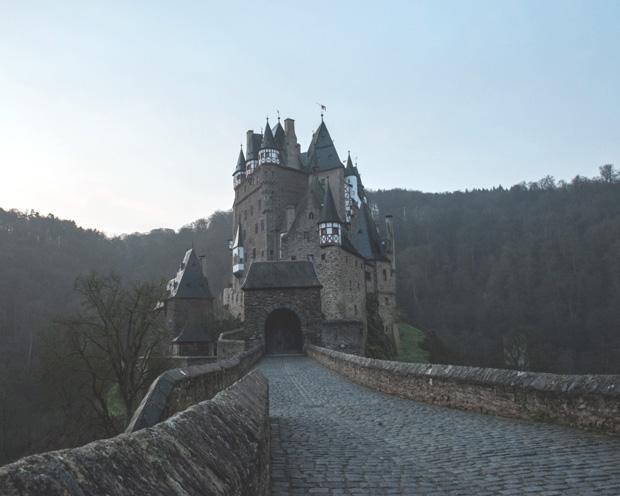 Wirtschaftliche Burggräben und Dividendensicherheit gehen Hand in Hand