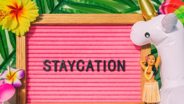 """""""Staycation"""": Der Sommer steht vor der Tür und man muss zuhause bleiben; Mögliche Profiteure der """"stay at home vacation"""""""