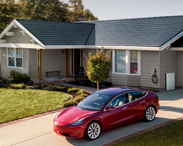 Tesla: Vom E-Auto zum Solardach – Elon Musk diversifiziert die Produktpalette!