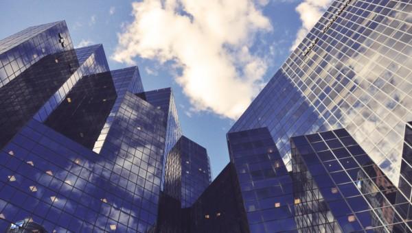 Diese Aktie aus der Finanzbranche hat ein nichtzyklisches Geschäftsmodell und profitiert von der Digitalisierung der Banken!