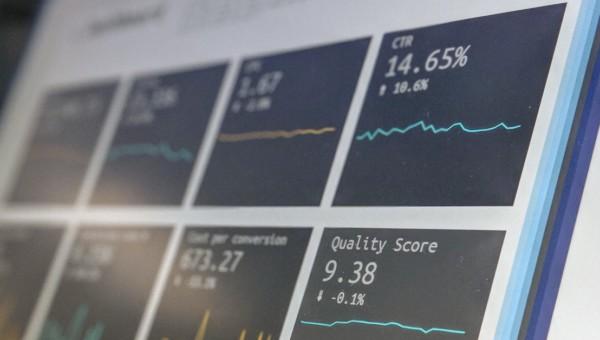 5G, Datenzentren und Konsumelektronik: Dieses Unternehmen wächst um mehr als 15 % pro Jahr, zahlt knapp 1 % Dividendenrendite und profitiert von den drei Trends!