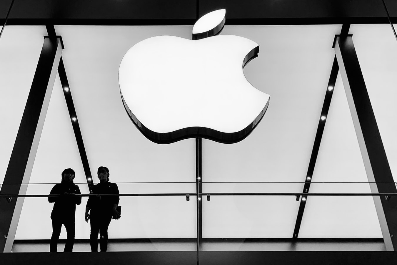 Ist es bei der aktuellen Bewertung noch sinnvoll, Apple Aktien zu kaufen? Was sind die Stärken und Schwächen des Geschäftsmodells?