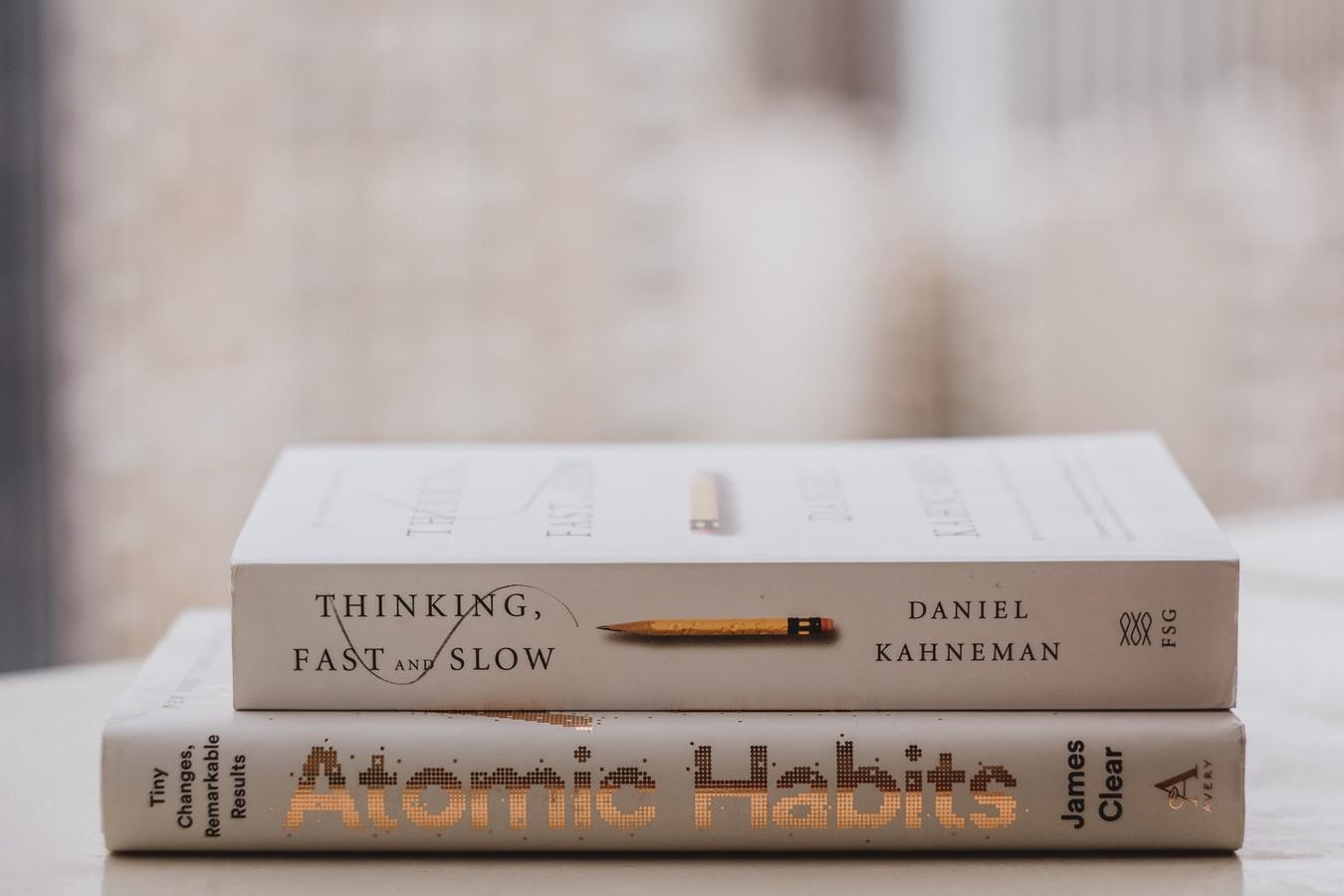Atomic Habits: Wie Sie mit minimalen Veränderungen und regelmäßigen Gewohnheiten Ihre langfristige Rendite verbessern!