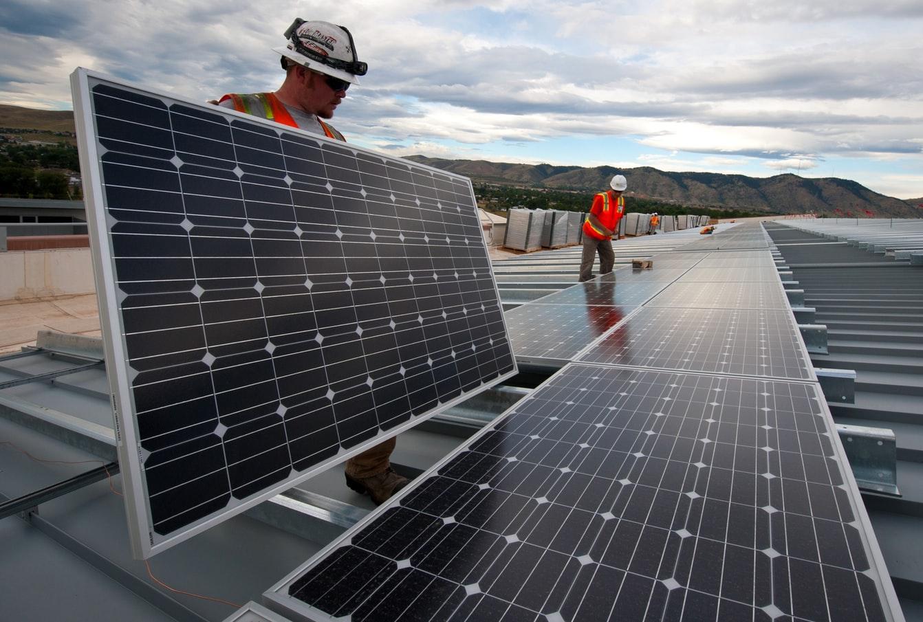 Drei Gründe, warum jetzt ein günstiger Zeitpunkt ist, über ein Investment in den Weltmarktführer für Solarmodule JinkoSolar nachzudenken